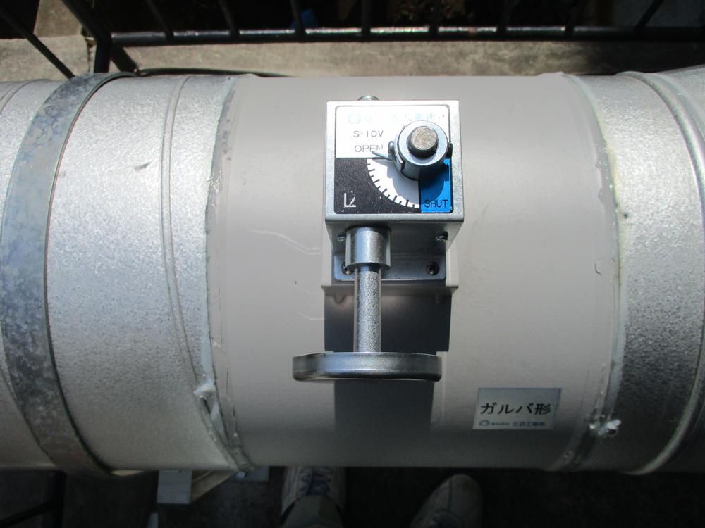 吸気風量を調節できるように脱臭装置前段にVDを設置