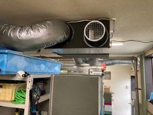 全熱交換器からダクトを引いて全室の換気を行います